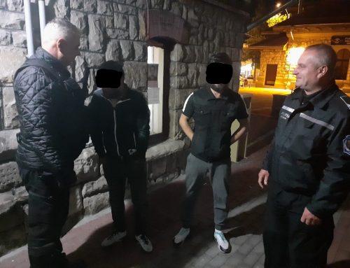POLIȚIA LOCALĂ PIATRA NEAMȚ: Suspecți de furt, depistați în scara unui bloc